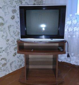 Телевизор и тумбочка