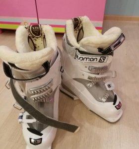 Женские горнолыжные ботинки Solomon новые.