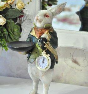 Статуэтки зайцев, кроликов с часами прованс
