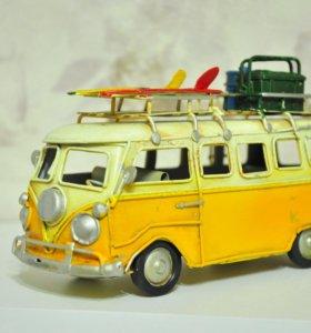 Ретро моделька микроавтобуса Фольцваген BUS.