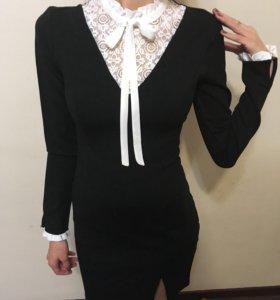 Платье с рюшами XS