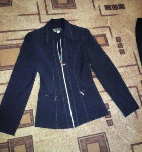 Костюм -тройка:пиджак,брюки,юбка.