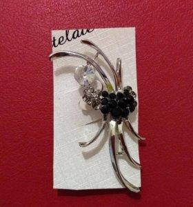 Брошь-цветок-паук