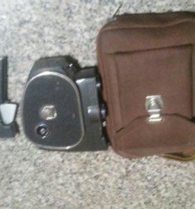 Механическая плёночная кинокамера