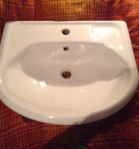 Раковина белая для тумбы в ванну