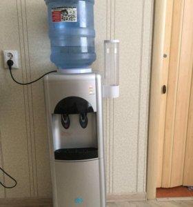 Кулер для воды с держателем для стаканов