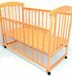 Детская кроватка светлая деревянная манеж