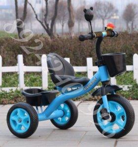Детский трехколесный велосипед.