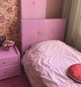Продаётся кровать  (спальный набор,тумба и матрас