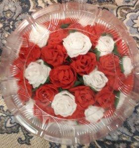 Декоративный тортик из цветов.