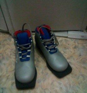 Лыжи с ботинками и палками всё в комплекте
