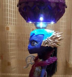 Monster High. АСТРОНОВА.Парящая в воздухе кукла.