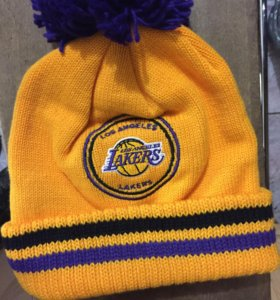Шапка вязаная NBA Los Angeles Lakers новая.Оригина