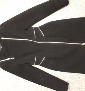 Стильное пальто в идеальном состоянии