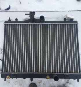 Радиатор Ниссан тиида
