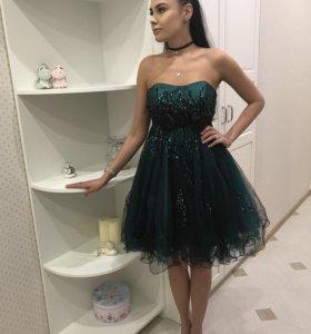 Платье для праздничного выхода или на выпускной.
