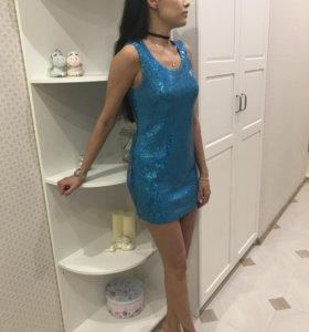Платье из пайеток.