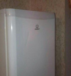 Холодильник Indesit Срочно! Переезжаем!