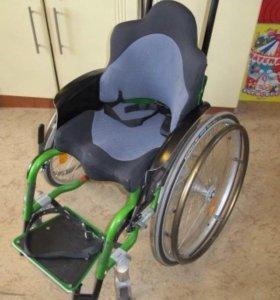 Детская инвалидная коляска.