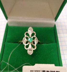 Кольцо золотое 750 пробы, бриллианты и изумруд