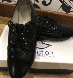 Кожаные лаковые туфли. Размер 36,5-37.