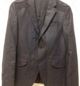 Стильный мужской пиджак тёмно синего цвета