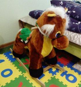 Детская качалка, лошадка.