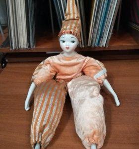 Старинная фарфоровая игрушка Арлекин