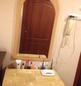 Стол туалетный с настенном зеркалом