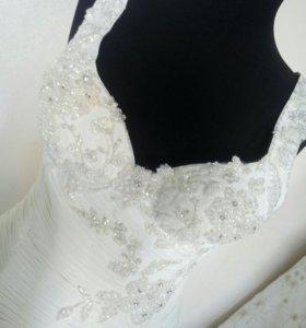 Изящное свадебное платье