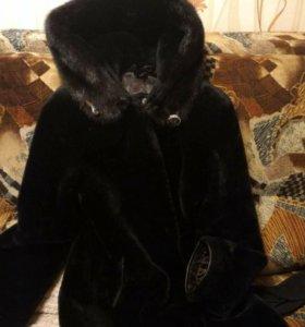 Мутоновая шуба капюшон отделка норки ,размер 42