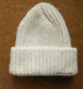 Объемная вязаная шапка