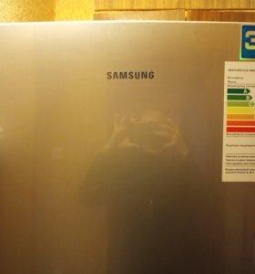 Холодильник Samsung модель RL34SCTS.