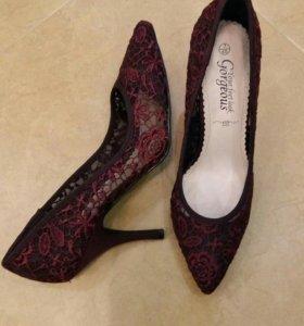Новые стильные туфли