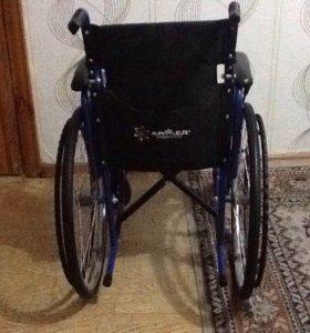 Продаю кресло-коляску для инвалидов