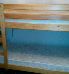 Двух ярусная кровать с матрацоми
