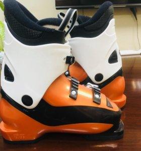 Новые детские горнолыжные ботинки Rossignol