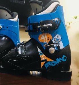 Красивые детские горнолыжные ботинки Atomic новые