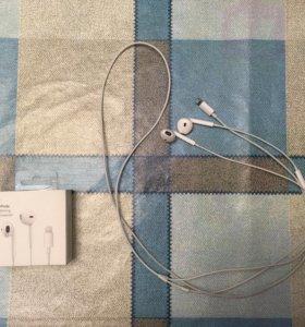 Наушники Apple EarPods Lightning Connector.