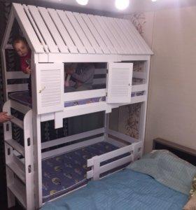 Кроватка настоящий двухъярус дом с окнами ставнями