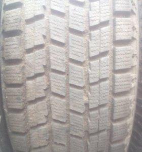 Продам зимний комплект резины