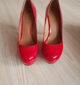 Туфли красные aldo