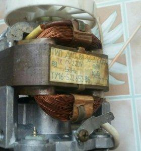 Моторчик-Насос от стиральной машинки.