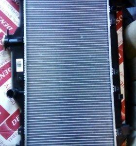 Радиатор охлаждения Тоета Авенсис