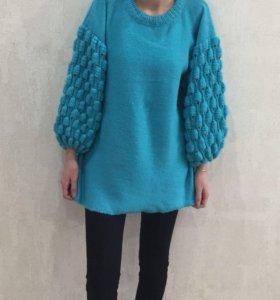 Вязаный свитер. Ручная работа