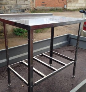 Продам стол металлический, 900 мм