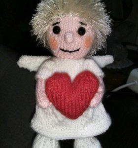 Девочка ангел с сердечком, подарок для любимого.