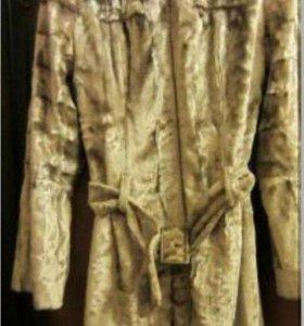 Пальто из плюша и кепка велюр