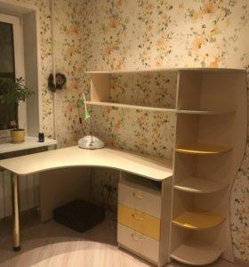 Мебель в детскую: два шкафа, кровать, стол