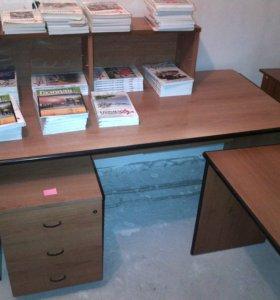 Стол письменный большой и приставной столик +